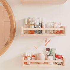 Cute bathroom storage made with Ikea spice racks. Boho Bathroom, Chic Bathrooms, Bathroom Styling, Ikea Spice Rack, Spice Racks, Spice Storage, College Apartment Bathroom, Small Bathroom Storage, Bathroom Shelves