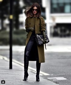 30 winter outfits that are chic and warm fashion trends moda, estilo, lenço Winter Fashion Outfits, Fall Fashion Trends, Fall Outfits, Autumn Fashion, Dressy Winter Outfits, Fashion Dresses, Fashion Clothes, Cochella Outfits, Christmas Outfits