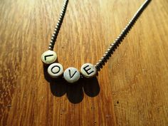 LOVE messing letters aan lange bolletjes ketting door EarlybirdiesNL op Etsy