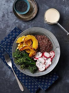 This healthy and warming grain bowl is the perfect easy-to-make, vegetarian weeknight dinner idea.