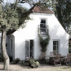 vintagehomeca: (via (5) white cottage | Cottages | Pinterest)