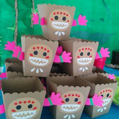 Kakamoras snack box: perfect for chips or popcorn! #moana #kakamoras #birthdayparty #partydecoration #partyacedesign