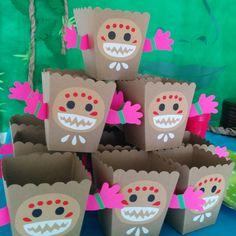 Kakamoras snack box: perfect for chips or popcorn! #moana #kakamoras #birthdayparty #partydecoration #partyacedesign