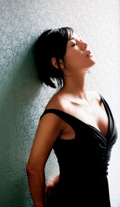 """Yunjin Kim 김윤진 -- actress in TV show """"Lost"""", met at Hawaii Convention Center during Honolulu Marathon"""