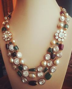 Polki Stones with Kundan Beads Set - Jewellery Designs Indian Jewellery Design, Bead Jewellery, Latest Jewellery, Pearl Jewelry, Beaded Jewelry, Jewelery, Fine Jewelry, Jewelry Necklaces, Jewelry Design