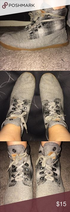 Toms Ankle Boots These cute shoes are slightly worn and are cute for fall which is right around the corner! Toms Shoes Ankle Boots & Booties