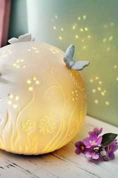 Led, Kugel, Piggy Bank, Nice Things, Accessories, Soft Light, White Ceramics, Beautiful Homes, Home And Garden