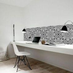 Une planche en guise de bureau ,bureau , aménager un coin bureau, deco, office, un petit coin bureau chez soi, petit coin bureau