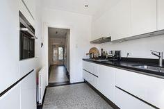 Jaren30woningen.nl | Mooie combinatie van terrazzo tegels en moderne keuken
