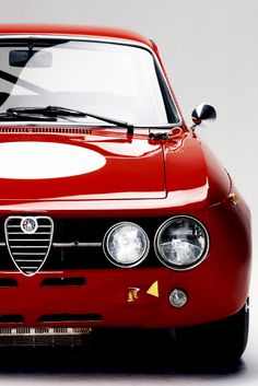 Alfa GTA. It doesn't get more beautiful than this. Pure, tension lines, expresses power and the brand in an understated but very clear way. Possibly the modern pinnacle of the brand