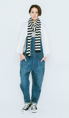 A mix of sweet and spicy shows its effect in these coordinates. Wrapping a long scarf with voluminous overalls is fresh and makes you look l...