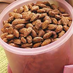 Cinnamon Toasted Almonds - have you walked around the corner at Walt Disney World and had the most incredible scent of cinnamon and sugar and then had the pleasure of eating their candied almonds? This recipe tastes exactly like theirs and is fab! Cinnamon Roasted Almonds, Candied Almonds, Glazed Almonds Recipe, Roasted Nuts, Appetizer Recipes, Snack Recipes, Appetizers, Cooking Recipes, Nut Recipes