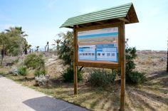 Señalización senda Azul del Grao de Castellón Interior Exterior, Drafting Desk, Advertising, Graphic Design, Digital, Home Decor, Exterior Signage, Blue, Wood