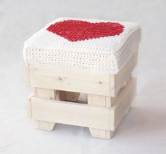 Craft pouf with red heart pillow by LorenDesignStore on Etsy, Crochet Home, Love Crochet, Diy Crochet, Crochet Cushions, Crochet Pillow, Stool Covers, Do It Yourself Furniture, Heart Pillow, Poufs