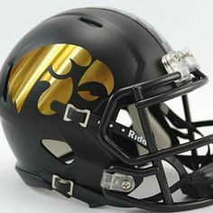 Would love to see Iowa actually use this design Indiana Football, Iowa Hawkeye Football, College Football Helmets, Football Is Life, Football Gear, Football Uniforms, Iowa Hawkeyes, Football Stuff, Collage Football