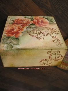 Decoupage Vintage, Decoupage Box, Tole Painting, Painting On Wood, Painted Boxes, Hand Painted, Pretty Box, Altered Boxes, Vintage Box