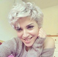 White-blonde edgy choppy pixie