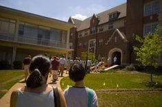 Parents and students should come prepared with questions to ask during college orientation.