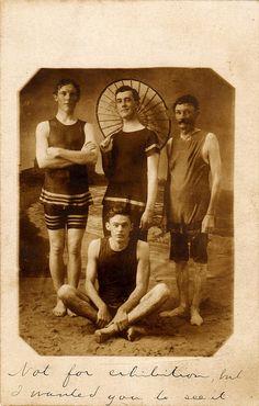 1910 antique photo, male bathing beauties in vintage swimwear / bathing suits. Edwardian Era, Edwardian Fashion, Vintage Fashion, Vintage Pictures, Vintage Images, Vintage Men, Funny Vintage, Pin Up, The Last Summer