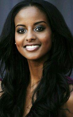 Beautiful Hair Trends And The Hair Color Ideas beautiful black women Ebony Beauty, Dark Beauty, Beauty Skin, My Black Is Beautiful, Most Beautiful Women, Beautiful Ethiopian Women, Beautiful Oops, Beautiful Drawings, Beautiful Smile