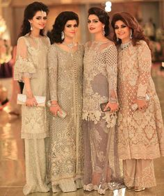 Bakhtawar Zeest Rushna & Komal Shahzad alle in Faraz Manan Couture im . Walima Dress, Pakistani Formal Dresses, Pakistani Wedding Outfits, Pakistani Dress Design, Indian Dresses, Pakistani Party Wear, Trajes Pakistani, Pakistani Couture, Indian Bridal Lehenga