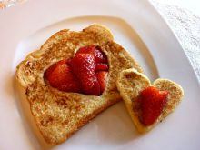 Yummy french toast hearts for Valentine's breakfast! #food