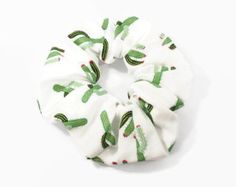 rockabilly cactus scrunchie – hair tie elastic – rockabilly hair accessory – mexican hair tie – kitsch bow Source by Mexican Hairstyles, Cute Hairstyles, I Love Jewelry, Hair Jewelry, Scrunchies, Shorts E Blusas, Trajes Kylie Jenner, Kitsch, Trendy Outfits