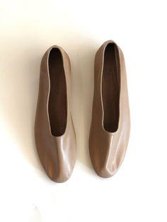 #neutralhuesfashion♥   Martiniano Glove Shoe - Beige