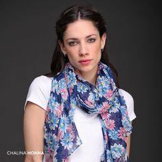 A veces una chalina es mucho más que un simple complemento. #Honna #Tendencias #Flores