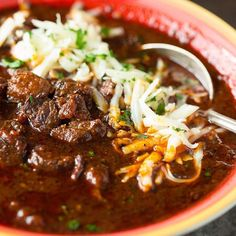 Get this tride and true recipe for authentic Texas brisket chili, with step by step instructions and tips for winning your chili cookoff! Chilli Recipes, Beef Recipes, Mexican Food Recipes, Soup Recipes, Dinner Recipes, Cooking Recipes, Recipies, Smoker Recipes, Texas Brisket