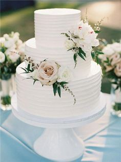35 chic and elegant wedding cake ideas We are obsessed .- 35 schicke und elegante Hochzeitstorte Ideen Wir sind besessen von – # 35 chic and elegant wedding cake ideas we're obsessed with – # - Floral Wedding Cakes, Elegant Wedding Cakes, Wedding Cake Designs, Elegant Birthday Cakes, Simple Elegant Wedding, Wedding Cakes With Cupcakes, Cake Wedding, Rustic Wedding, Wedding Cake Simple