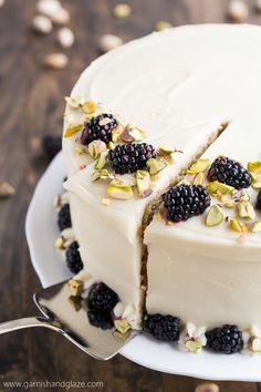 Dessert: This light and tender Pistachio Cake with Honey Cream Cheese Frosting is the prefect treat to enjoy with your friends and family this spring. Baking Recipes, Cake Recipes, Dessert Recipes, Frosting Recipes, Fondant Recipes, Appetizer Recipes, Dessert Parfait, Pistachio Cake, Pistachio Recipes