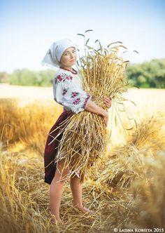 Ukraine , www. Фотограф: Анна Сенік (псевдонім Ładna Kobieta) , from Iryna Folk Costume, Costumes, Ukraine Women, Vintage Gypsy, Ukrainian Art, Der Arm, Country Scenes, Folk Fashion, People Of The World