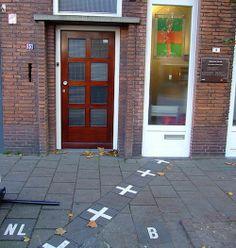 Baarle-Hertog & Baarle-Nassau (Belgium and The Netherlands) Antique House, House Front Door, Boarders, Antwerp, Places Ive Been, To Go, Outdoor Decor, Travel, Nassau