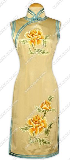 Mandarin collar.  Chinese treated cucurbit button.  Sleeveless.  Invisible back zipper.  Blooming peony embroidery.  Chinese traditional three piping.  2 side slits.  Fully lined.  Ankle length.