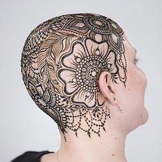 amazing mehndi henna design for head Bald Head Tattoo, Scalp Tattoo, Beautiful Henna Designs, Beautiful Tattoos, Tatoo Crane, Mehndi, Hairline Tattoos, Henna Tattoo Designs, Tattoo Ideas