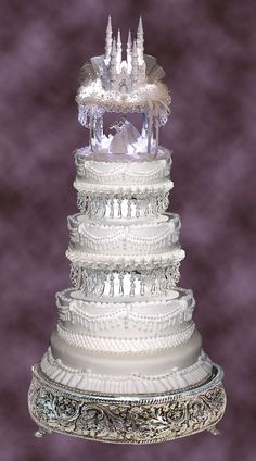 Now this is a wedding cake! Lighted 8in and 10in Crystal Look Wedding Cake par ForeverFairytale
