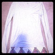 Adorable grey long sleeve  Adorable heather grey long sleeve shirt with paisley design on bottom. Shirt is super soft and looks amazing with leggings!! Bottom fabric has bright pink, orange and navy blue. Super cute shirt just sadly too short for me please ask if you have any questions!! Ezra Tops Tees - Long Sleeve