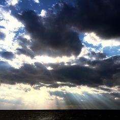 うみ かぜつおすぎて楽しい  #しり撮り写真_う #しり撮り写真 #photomovin #miniphotowalk #photowalk #photowalking #iphoneonly #iphonegraphy #iphoneography #iosphotography #fbp #sea #sky #cloud