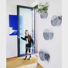 Back to school! How cool isn't this entrance at our Sales Managers house! Baskets On Wall, Storage Baskets, Geometric Form, Decorative Storage, Scandinavian Interior, Elle Decor, Ninja, Back To School, Entrance