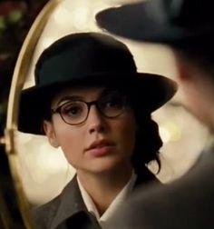 Wonder Woman Diana blue hat and eyeglasses worn in London 1918 WW1
