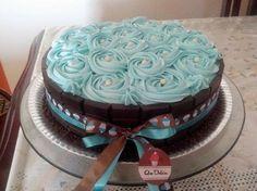Como fazer Chantininho (chantilli de leite ninho)   CHANTINHO   Ingredientes  400ml Chantilly (gelado)  1/2 Lata de leite condensado 1 Colher de sopa (rasa) de emulsificante   6 Colheres (cheias) de leite ninho Food Cakes, Cupcake Cakes, Pretty Cakes, Beautiful Cakes, Bolos Cake Boss, Cake Icing, Small Cake, Cake Decorating Tips, Yummy Cupcakes