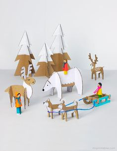 Similar to paper dolls, these Yuletide Friends Cardboard Toys are fun to assemble and even more fun to play with. These Christmas crafts for kids involve some imagination and precision. With the free printable templates, you get a lot of patterns. Kids Crafts, Christmas Crafts For Kids, Projects For Kids, Diy For Kids, Christmas Diy, Christmas Decorations, Crafts Cheap, Childrens Christmas, Primitive Christmas