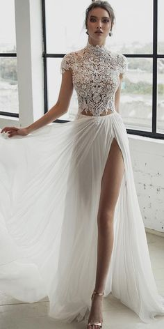 White bride dresses. All brides dream about having the perfect wedding, however for this they need the ideal wedding dress, with the bridesmaid's dresses complimenting the wedding brides dress. These are a number of ideas on wedding dresses.