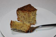 Apple and cinnamon yoghurt cake