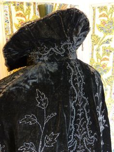 Black velvet evening cape with floral motif beaded embroideries - late 19th century Elizabethan revival fashion - French 1890s vintage