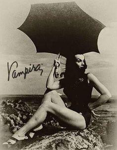 Maila Nurmi (Vampira) :: Date/Photographer Unknown<br> Horror Icons, Horror Art, Horror Movies, Sexy Horror, Pin Up Noire, Los Addams, Beautiful Dark Art, Cassandra Peterson, Carolyn Jones