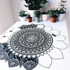 Creative Doodle Art Ideas to Practice in Free Time Mandala Art Lesson, Mandala Doodle, Mandala Artwork, Mandala Painting, Doodle Art Drawing, Mandala Drawing, Madhubani Painting, Sharpie Art, Zen Art