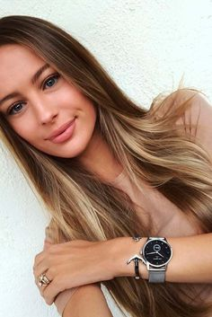 + Ideas For Light Brown Hair Color With Highlights Straight From Brunette Actresses ★ Blonde Underneath Hair, Highlights Underneath Hair, Brown Hair With Highlights, Hair Color Highlights, Brown Hair Shades, Brown Blonde Hair, Light Brown Hair, Light Hair, Brown Hair Colors