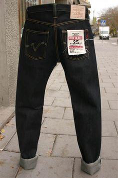 The Most Durable Jeans: 25 Oz Super Heavyweight Denim - Reactual Denim Boots, Denim Jeans Men, Denim Outfit, Jeans Pants, Denim Shirts, Denim Vintage, Mens Trousers Casual, Japanese Denim, Raw Denim